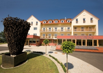 eb_hotel_front_02